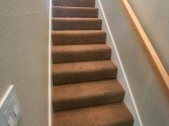 residental-carpet-on-stairs-installation-1