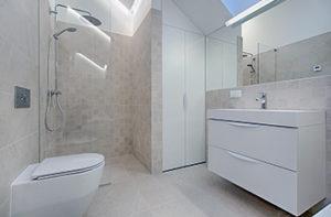 white-bathroom-with-vinyl-flooring
