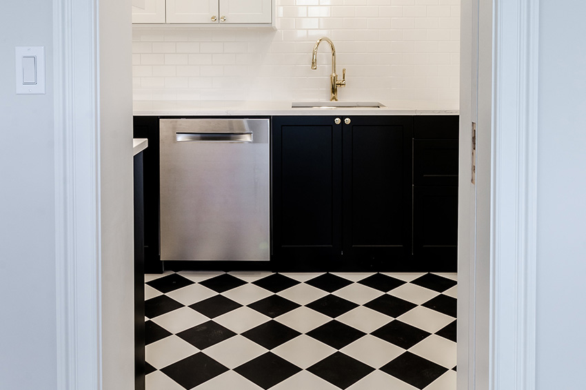black-and-white-kitchen-flooring