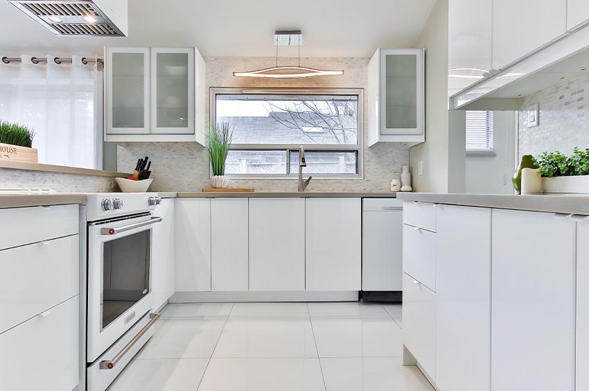 white-vinyl-flooring-in-a-kitchen