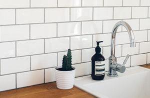 white-subway-tile-kitchen-backsplash