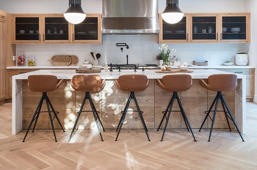 laminate-flooring-with-a-herringone-pattern