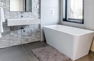 vinyl-floor-planks-in-remodeled-bathroom