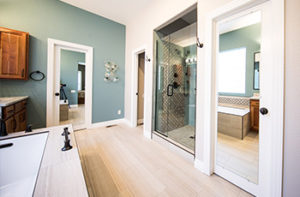 laminate-flooring-in-bathroom