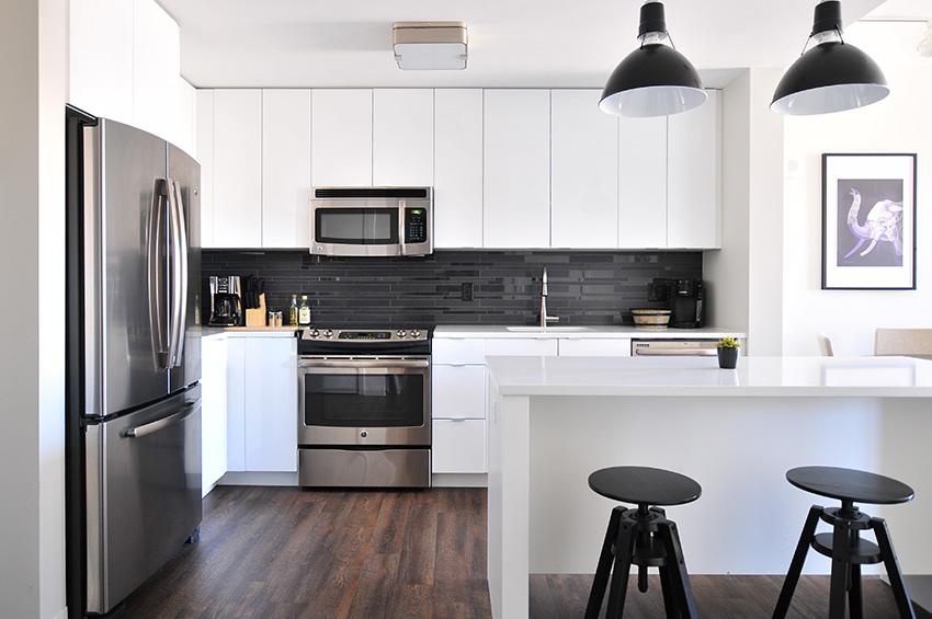 wood-look-vinyl-flooring-in-kitchen